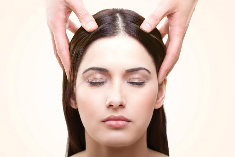 Стимулиращ масаж на скалпа