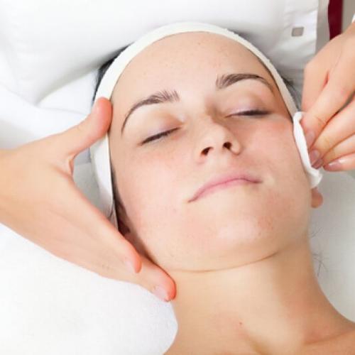 Курс Почистване на лице, шия и деколте